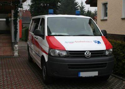 folierung-ambulanz-rot-front