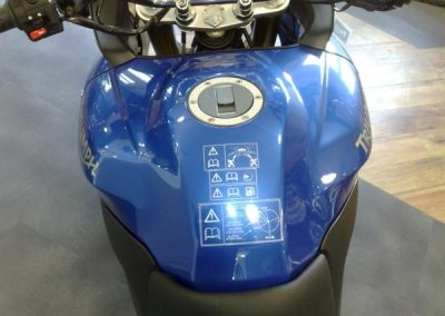 lackschutzfolie-blau-motorrad